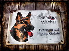 wacht halten (fotoknipsin) Tags: old sign metal rust alt schild rost metall