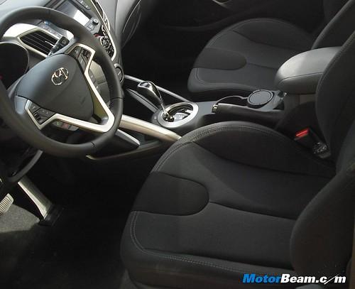 2012-Hyundai-Veloster-12