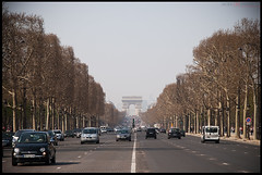 Champs Elysee (Jacks_ON) Tags: trees paris france cars glamour arboles fiat champs arc triomphe olympus jackson arbres 12 e3 500 francia arco zuiko 60 coches campos triunfo voitures elysee eliseos 1260 jackvts