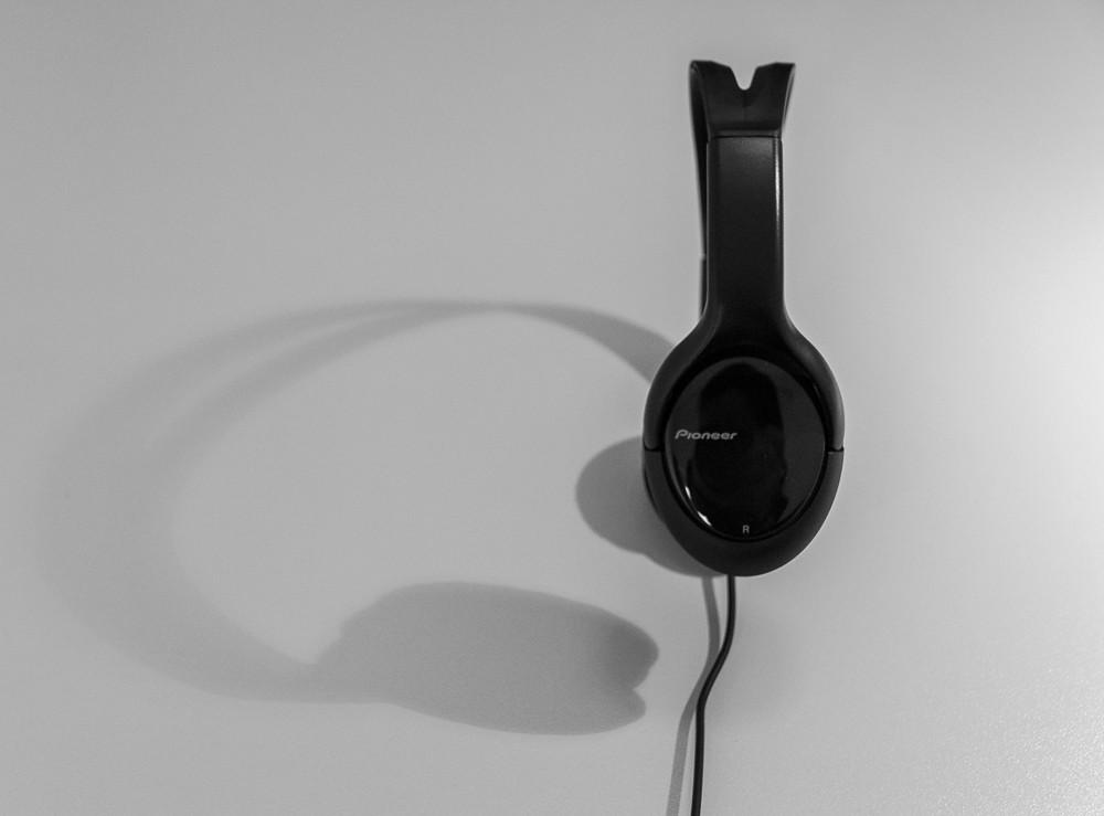 jbl koptelefoon. headphones (koen van den eeckhout) tags: music muziek pioneer headphone koptelefoon hoofdtelefoon jbl