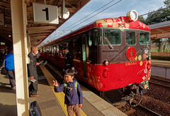 The special DMU arrives at Wakura-Onsen Station IMG_2736 JR Special train (Recliner) Tags: japan specialtrains