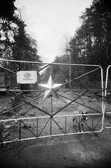 Chernoybyl Exclusion Zone, Dog at Gate (St Prie) Tags: 35mmfilm ilfordhp5plus400 vivitarultrawideandslim vuws