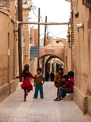 Kids playing in Yazd (p_h) Tags: kids jump iran rope yazd
