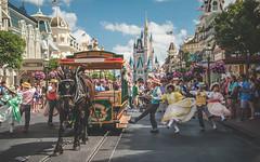 Main Street Performers (crashmattb) Tags: orlando florida may disney wdw waltdisneyworld magickingdom lightroom 2016 18135mm disneythemepark canon70d canonefs18135mmf3556isstm magickingdompark