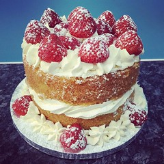 Photo of Quick lemon and strawberries cake to take to our friends for tea #yummy #homemade #homemadecakes #lemoncakes