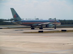 American Airlines | B757-223 | MMUN | 3/23/2012 (jchicken84) Tags: airplanes cancun americanairlines planespotting mmun 757200 cancunairport n602an