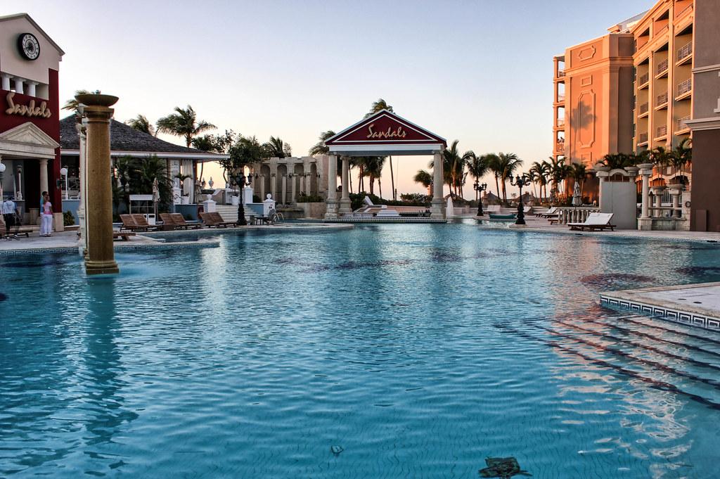 Piscine de la terrasse Balmoral - Sandals Royal Bahamian - Nassau, Bahamas