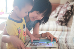 12070402 (ojang jerry) Tags: people woman sunlight playing apple smile childhood closeup female digital asian happy eos kid child bright chinese young indoors sofa learning lovely joyful relaxation youngadult tablet concentrated ipad ef50mm talkingtom 5d2 gettychinaq2 kidwithtablet