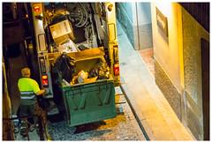 17/92: trabajo nocturno (Frankness2008) Tags: españa canon persona eos noche calle huesca gente basura aragon jaca proyecto