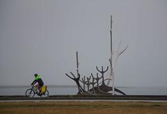PAD 08 (Guruinn) Tags: sea sculpture art beach statue iceland seaside pad august reykjavík ísland sjór 2012 ágúst strönd sólfar stytta thesunvoyager listaverk pad2012 padaugust skulptúr