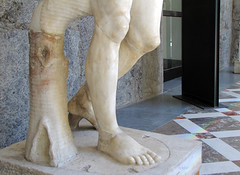 Polykleitos, Doryphoros, detail with support