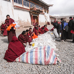 Monlam Festival,Aba,Sichuan (woOoly) Tags: china tibet amdo aba tibetan sichuan  kirti tibetanbuddhist gelugpa monlam tibetannewyear   tibetanculture monlamfestival   gelupa tibetnewyear  gerdeng tibetarea abacounty northofsichuan  gerdengmonastery monasterykirti templekirti yellowsect