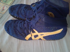 ASICS Aggressor (FlowMasterMillo) Tags: blue yellow shoe good 10 wrestling size asics laces condition aggressor aggressors