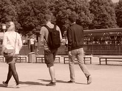 """DSC03823 (""""LINQUENDA"""") Tags: auto bw strand computer buch see wasser leute kinder menschen mann frau tod weiss viele schuhe schwarz medizin leben facebook bücher jugend haare schwanz busen anatomie philosophie hemden titten körper hosen titen anlle"""