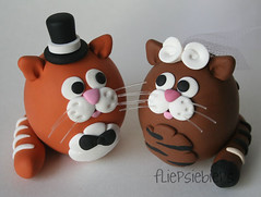 Cats Wedding Cake Topper (fliepsiebieps_) Tags: winter wedding red orange cats brown white snow elephant cat grey snowman katten kat handmade tabby frosty polymerclay kitties elephants vest caketopper custom klei sneeuwpop sneeuwpoppen olifant bruiloft olifantjes handgemaakt weddingcaketoppers taarttoppers