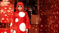 Dots (Claus Kjrsgaard) Tags: red white london window selfridges dots yayoi kusama