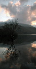 Sunrise on Llyn Padarn (ohefin) Tags: beautiful sunrise views april owen llanberis hefin