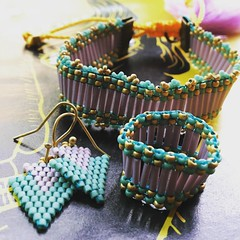 Conjunto (Nata R.) Tags: blue azul square gold purple ring bleu squareformat bracelet earrings miyuki pulsera lark oro anillo pompom pendientes morado aretes rocaille delicas iphoneography instagramapp
