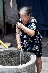 Water source (Roving I) Tags: street water vertical women working lifestyle wells vietnam ropes knots danang