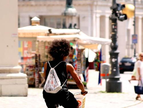 Like an afro in the wind. #afrohair #bicyclist #freyung #innerestadt #wien #vienna #austria #igersvienna #igersaustria #canoneos