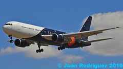 G-POWD -Titan Airways - Boeing 767-36N(ER) (Juan Rodriguez - PMI/LEPA) Tags: plane airplane nikon aircraft sigma boeing mallorca palma aeropuerto 70200mm b767 d90 titanairways sonsanjuan sonsantjoan gpowd pmilepa