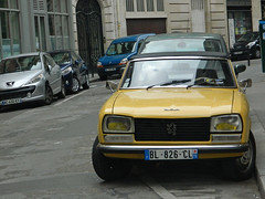 Peugeot 304 Cabriolet (konceptsketcher) Tags: city travel paris france classic cars car photography europe frana peugeot 2012 cabriolet 207 automovel 304 kangoo konceptsketcher