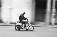 Filé urbain (Yoann Desaphi) Tags: film minolta scooter mans le hp5 dynax ilford argentique filé sarthe 500si ilfotec