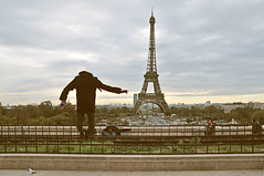 e non ci sono pi (battista ferrero) Tags: paris france fly jump volo toureiffel salto francia parigi senzatesta battistaferrero