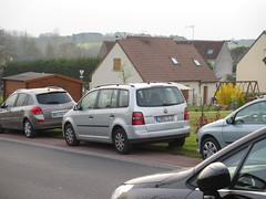 2008 Volkswagen Touran TDI 7882 YC 37 - 30 mars 2014 (Rue Chopin - Chambourg-sur-Indre) (Padicha) Tags: auto new old bridge france water car electric truck river french march coach ancient automobile eau indre police voiture rest former 37 nouveau et loire français nouvelle vieux vieille ancienne ancien fleuve nationale vehicule électrique gendarmerie indreetloire française épave nouveauté véhicule utilitaire restes worldcars letramdetours padicha