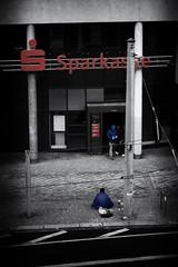 der Eine hat was der Andere will (SmoHoHo) Tags: streetphotography bank penner sparkasse geld betteln schwarzweis strase