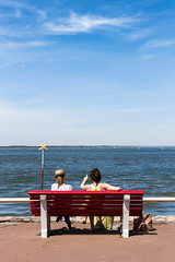 Girls (aurebroc) Tags: blue girls red summer sky france beach bench vacances holidays outdoor ciel banc arcachon bassin farniente aquitaine gironde