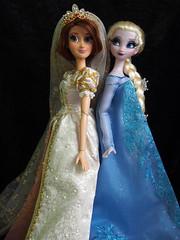 Elsa & Rapunzel (sh0pi) Tags: wedding snow krone frozen inch doll disney queen le 17 after gown limited edition ever hochzeit rapunzel elsa disneystore puppe tangled kleid ausgepackt limitiert vllig deboxed unverfroren eisknigin disneystorecojp