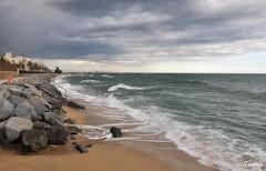 Premia de Mar (Gatodidi) Tags: barcelona naturaleza sol de landscape mar agua nikon playa paisaje arena cielo nubes catalunya puesta maresme olas catalua rocas escaleras premia d90 paisatje