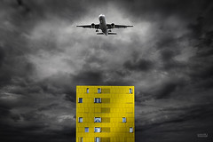 Across the universe (oskar35) Tags: sky yellow airplane amarillo avion oskarmanso oscarmanso