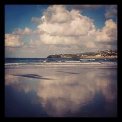 Agua, tierra, aire II (Asturtom) Tags: espaa cloud reflection clouds reflections landscape spain asturias playa paisaje nubes reflejo espagne gijon nube playas reflejos ltytr2 ltytr1