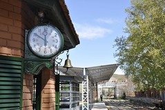El reloj de la estacin (vcastelo) Tags: espaa clock tren spain rey reloj museo laguna vapor estacin va locomotora rivas poveda railes ferrocarril campillo arganda carbn vaciamadrid trenargandamuseoferrocarrilpovedarivas