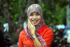 IMG_8129fr (Mangiwau) Tags: girl smiling scarf indonesia asian tanya veil braces teeth hijab gigi sulawesi islamic headdress minta mete kebun kacang dentures jilbab berani aswin cewek kendari gigit sultra behel laode