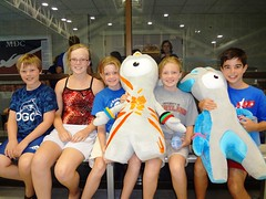 Young swimmers and divers pose with the London 2012 Olympic Mascots  Wenlock and Mandeville (UKinUSA) Tags: uk usa sports sport swimming maryland diving games olympics london2012 2012olympics teamusa ukinusa