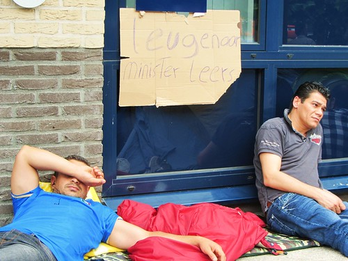Irakian man demonstrating in front of IND in Den Bosch