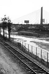 Alameda Chabuca Granda - Vista (Italo Temoche) Tags: city sun white black history lines contrast train wow mono antique antiguo brigde rayos rimac 2016