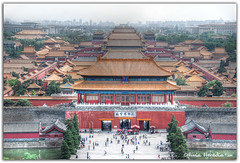 Looking above the Forbidden City (Olivia Heredia) Tags: china people streets traffic chinese beijing oriente 北京 中国 forbiddencity tiananmensquare jingshanpark fareast trafficjam tiananmen hdr highdynamicrange jingshan greatwallofchina chineseculture emperors pekin pékin 天安门广场 ciudadprohibida gongyuan tonemapped tonemapping thepalacemuseum culturaoriental 1exp chinastreets granmurallachina chineseemperors oliviaheredia lejanooriente oliviaherediaotero