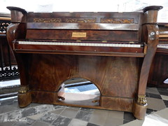 Limoux - Eglise Saint-Jacques - Muse du piano (Fontaines de Rome) Tags: saint piano muse roller pont aude jacques eglise limoux blanchet eglisesaintjacques musedupiano rolleretblanchet pianopont