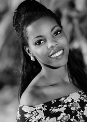 Denisa (02_0036-2BW) (ronnie.savoie (off a lot until mid June)) Tags: portrait woman black girl smile mujer model pretty noir chica retrato honduras modelo africanamerican sonrisa lovely roatan browneyes guapa hermosa negra diaspora bayislands muchacha africandiaspora sandybay modle roatn brownskin islasdelabaha hondurea ojosnegros pielcanela catracha