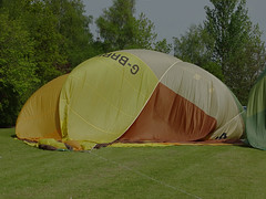 G-BRRF Cameron O-77 (SteveDHall) Tags: vintage balloons aircraft aviation balloon cameron hotairballoon preserved hotairballoons airfield airballoons bbml pidley lakesidelodge comeflywithus o77 britishballoonmuseumandlibrary camerono77 lakesidelodgepidley vintagehotairballoons gbrrf