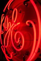 GE 02412 (Omar Omar) Tags: california lighting ca usa america lights neon glendale mona muse electricity museo electricidad ge lumieres californie generalelectric usofa elektro museumofneonart glendaleca glendalecalifornia focos electricit bombillas notlosangeles muzeo artedeneon artesdeneon