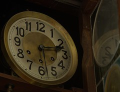 MACRO MONDAYS  - TIME - (vittorio_colombo) Tags: time grandfather macromondays antiqueclockpendulum