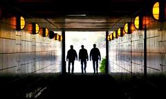 Silhouetten. Mnner. (HansEckart) Tags: colour licht hamburg tunnel line farbig gegenlicht linien silhouetten