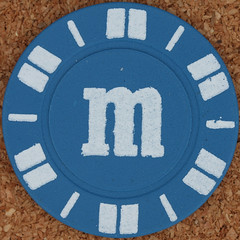 letter m (Leo Reynolds) Tags: gambling canon eos iso100 casino m poker mmm button letter marker chip squaredcircle 60mm token f80 buck oneletter pokerchip letterset lowercase 02sec 40d hpexif grouponeletter xsquarex xleol30x sqset079