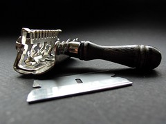Ever-Ready lather-catcher (Matthew Wild) Tags: classic vintage se antique shaving razorblade razor everready safetyrazor wetshave singleedge lathercatcher