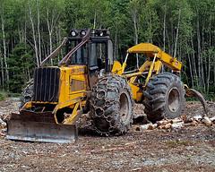 0006411 (Shakies Buddy) Tags: trees canada john forestry logging nb equipment 300views s3 deere harvesting skidder loggingequipment allrightsreserved nbphoto johndeereskidders3